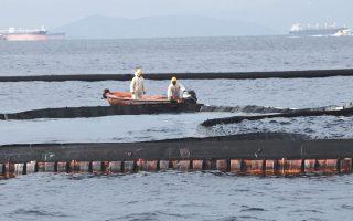 Εργασίες απορρύπανσης στη θαλάσσια περιοχή του ναυαγίου. Δεδομένης της διαφαινόμενης οικονομικής ανεπάρκειας του πλοιοκτήτη του «Αγία Ζώνη ΙΙ», φαίνεται πως ευσταθεί η άποψη ότι άλλος είναι ο πραγματικός ιδιοκτήτης του φορτίου που ρύπανε τις ακτές της Αττικής.