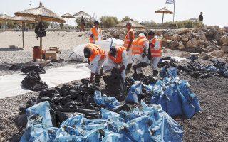 Σε προχωρημένο στάδιο βρίσκεται ο καθαρισμός των ακτών του Αλίμου, της Γλυφάδας και του Ελληνικού.