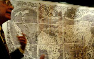 Η χαρτογράφηση του κόσμου κρατάει από την αρχαιότητα (εδώ, παγκόσμιος χάρτης του 1507, του Γερμανού χαρτογράφου Martin Waldseemuler). Στο νέο του βιβλίο «Η εκδίκηση της γεωγραφίας», ο Ρ. Κάπλαν προβληματίζεται, αφού εσχάτως ο γεωγραφικός παράγοντας έχει απαξιωθεί από πολιτικούς και αναλυτές.