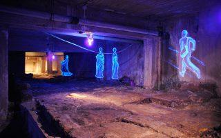 Μεγάλο τμήμα ρωμαϊκού δρόμου σε υπόγειο πολυκατοικίας στο κέντρο της Βέροιας. Το 2010 αναδείχθηκε με εικαστική παρέμβαση της Μ. Χατζηνικολάου.