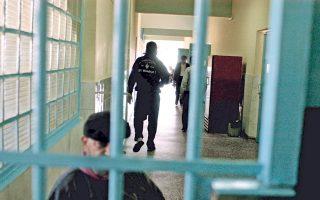 Η αντιμετώπιση του υπερπληθυσμού των φυλακών έχει οδηγήσει για χρόνια την ηγεσία του υπ. Δικαιοσύνης σε «παραγωγή» νόμων πρόωρης αποφυλάκισης.