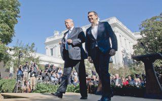 Ο πρόεδρος Τραμπ, εδώ με τον Αλέξη Τσίπρα, έχει αποφασίσει να στηρίξει την Ελλάδα και μέσω της άσκησης επιρροής στο θέμα του χρέους.