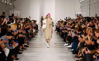 Η εβδομάδα μόδας στο Παρίσι ήταν γεμάτη από φρέσκιες προτάσεις...