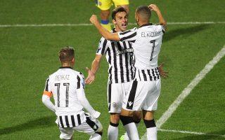 Ο Μουρίτσιο (κέντρο) «υπέγραψε» το χθεσινό ματς για τον ΠΑΟΚ.