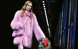 O CEO Marco Bizarri ανακοίνωσε πως σταματάει την χρήση αληθινής γούνας στις συλλογές του οίκου.