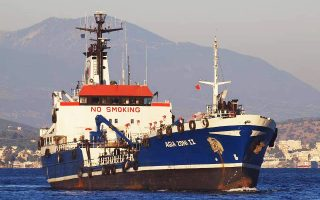 Το ναυάγιο του «Αγία Ζώνη» στο Σαρωνικό αποκαλύπτει ένα περίπλοκο παρασκήνιο.