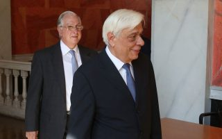 Ο Πρόεδρος της Δημοκρατίας  Προκόπης Παυλόπουλος  (Δ) και ο πρόεδρος του ΣτΕ, Νίκος Σακελλαρίου (Α) στο πλαίσιο των εργασιών του Διεθνούς Συνεδρίου με θέμα «Δημόσιες Υπηρεσίες στη Μεσόγειο», στο Συμβούλιο της Επικρατείας.