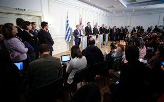 Μέσω των διεθνών επαφών, ο πρωθυπουργός Αλ. Τσίπρας επιχειρεί να τονώσει το ηγετικό του προφίλ (εδώ, στην πρόσφατη τετραμερή σύνοδο της Βάρνας).
