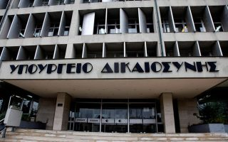 se-sygkroysi-kyvernisi-amp-8211-dikastes-ton-teleytaio-chrono0