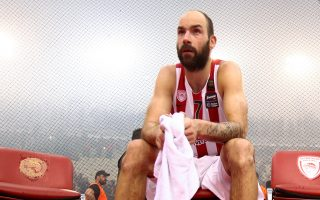 O αρχηγός του Ολυμπιακού θα μείνει εκτός και στο ματς με την Μπαρτσελόνα, καθώς ο Σφαιρόπουλος δεν ρισκάρει νέο τραυματισμό του.