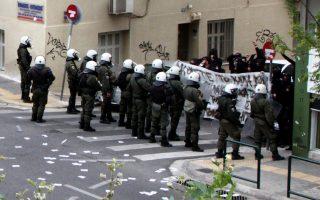 ΜΑΤ και διαδηλωτές έξω από το εφετείο. Πιθανώς, ο 29χρονος ετοίμαζε «χτύπημα» στο κέντρο.