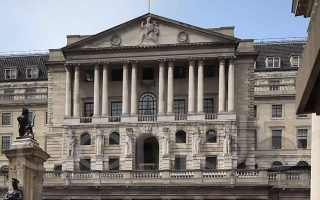 Η Τράπεζα της Αγγλίας τονίζει ότι «η απόφαση της Βρετανίας να  εγκαταλείψει την Ε.Ε. έχει επηρεάσει πάρα πολύ το οικονομικό κλίμα».