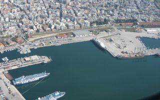 Ο πλωτός σταθμός LNG αυξάνει το ενδιαφέρον για την επικείμενη αποκρατικοποίηση του λιμένα Αλεξανδρούπολης.