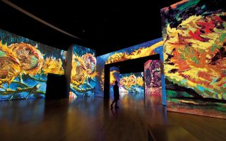 Αποψη της έκθεσης «Van Gogh Alive – the experience» στο Μέγαρο Μουσικής.