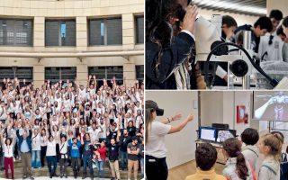 Αριστερά, οι δεκάδες εθελοντές της εκδήλωσης του Πολυτεχνείου Κρήτης, στην οποία οι 4.500 μαθητές είδαν το σύμπαν των νέων τεχνολογιών (δεξιά).