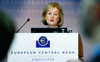 Μιλώντας σε συνέδριο στη Φρανκφούρτη, η κ. Ντανιέλ Νουί τόνισε πως «για τα παλαιά μη εξυπηρετούμενα δάνεια η κατάσταση είναι πολύ διαφορετική, γι' αυτό πρέπει να γίνεται η αξιολόγηση και δίνεται λύση κατά περίπτωση».