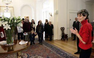 Η Βρετανίδα πρέσβειρα στην Αθήνα Κέιτ Σμιθ ήταν η οικοδέσποινα της ξενάγησης την Κυριακή.