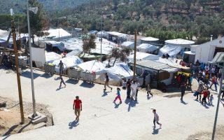 Στις 31 Οκτωβρίου στο hotspot της Μόριας στη Λέσβο βρίσκονταν 5.868 πρόσφυγες, εκ των οποίων 1.500 «στεγάζονταν» σε καλοκαιρινές σκηνές.