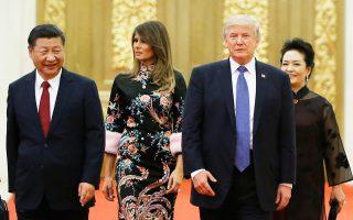 Ο πρόεδρος των ΗΠΑ Ντόναλντ Τραμπ και η Πρώτη Κυρία Μελάνια καταφτάνουν στο δείπνο με τον Κινέζο πρόεδρο Σι και τη σύζυγό του Πενγκ.