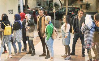 Με ενθουσιασμό προσέρχονται οι πρόσφυγες για μάθημα στο Deree του Αμερικανικού Κολλεγίου, αφήνοντας πίσω τις δυσκολίες των καταυλισμών.