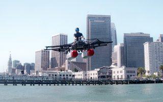 Google, Joby Aviation, Uber και Αirbus θέλουν να κατασκευάσουν ιπτάμενα οχήματα, τα οποία, όπως και τα ελικόπτερα, θα απογειώνονται και θα πετούν πάνω από λεωφόρους γεμάτες αυτοκίνητα.