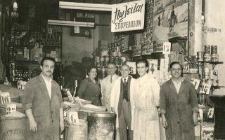 Παντοπωλείο στη Θεσσαλονίκη τη δεκαετία του 1950, αρχείο Α. Παπατζίκα.
