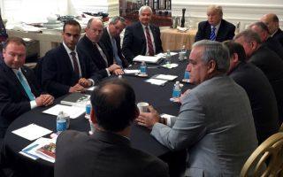 Ο Τζορτζ Παπαδόπουλος, τρίτος από αριστερά, σε συνάντηση με το επιτελείο Τραμπ στην Ουάσιγκτον τον Μάρτιο του 2016. Τη φωτογραφία ανέβασε στο Twitter ο τότε υποψήφιος Ντόναλντ Τραμπ.