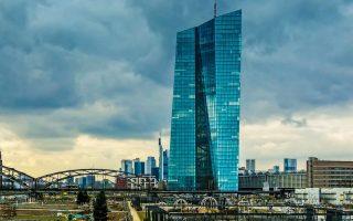 Ο εποπτικός μηχανισμός της ΕΚΤ επισημαίνει ότι εξέτασε τα σχέδια μεταφοράς πολλών τραπεζών και διαπίστωσε ότι «δεν πληρούν τις προσδοκίες της ευρωτράπεζας και τις προδιαγραφές για τη λειτουργία τους εντός Ευρωζώνης».