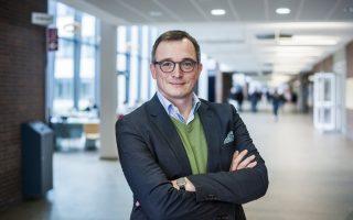 Ο Αντρέας Ρέντερ είναι καθηγητής Σύγχρονης Ιστορίας στο Πανεπιστήμιο Johannes Gutenberg του Μάιντς.