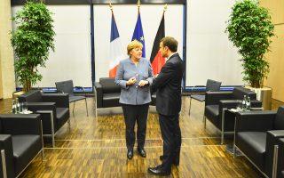 Η Γερμανίδα καγκελάριος Αγκελα Μέρκελ με τον πρόεδρο της Γαλλίας Εμανουέλ Μακρόν, χθες, στη Βόννη.