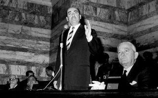 Ο Κωνσταντίνος Μητσοτάκης αγορεύει στη Βουλή το 1964-65.