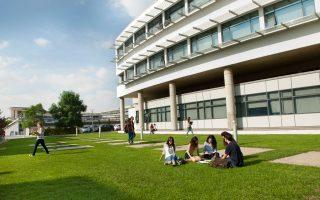 Το Πανεπιστήμιο Κύπρου  (φωτ.) και το Τεχνολογικό Πανεπιστήμιο Κύπρου κάθε χρόνο διαθέτουν περίπου 400 θέσεις για αποφοίτους ελληνικών λυκείων.