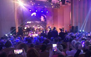Το Πολιτιστικό Κέντρο του νέου Καθεδρικού των Τιράνων, γέμισε ασφυκτικά για τη συναυλία της λαϊκής ορχήστρας «Μίκης Θεοδωράκης».