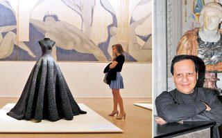 Το «Μακρύ φόρεμα» του Αζεντίν Αλαϊά (δεξιά) στο Mουσείο Γκαλιερά το 2013, μπροστά από το έργο του Ματίς, «Lutte des Nymphes».
