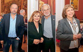 Ο Γάλλος πρέσβης Κριστόφ Σαντεπί, λάτρης της γαστρονομίας. Στο κέντρο, η Μισέλ Λεωνιδόπουλος και ο Τάκης Ταβανιώτης. Δεξιά, η Ρένα Χιωτέλλη, δραστήρια επικεφαλής γραφείου Τύπου της γαλλικής πρεσβείας.
