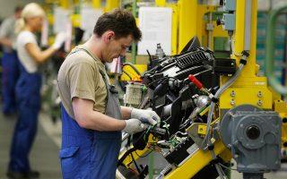 Στο υψηλότερο επίπεδο από τον Απρίλιο του 2011 ενισχύθηκε αυτό τον μήνα η επιχειρηματική δραστηριότητα στην Ευρωζώνη, με τις εταιρείες να αψηφούν τις τρέχουσες πολιτικές εξελίξεις.