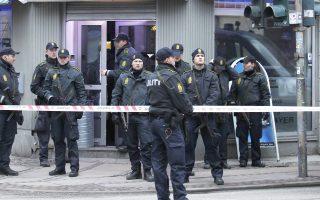 Επιχείρηση της αστυνομίας στην Κοπεγχάγη τον Φεβρουάριο του 2015, ύστερα από επίθεση με πυροβόλο όπλο σε τρία σημεία της πόλης.