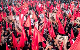 Δημοσία δαπάνη τελέσθηκε η κηδεία 26χρονου Ιρανού εθελοντή των Φρουρών της Επανάστασης, που σκοτώθηκε στη Συρία.