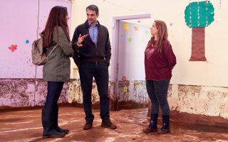 Ο Κυριάκος Μητσοτάκης επισκέφθηκε χθες τη Μάνδρα, για δεύτερη φορά μέσα σε δύο εβδομάδες.