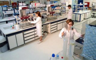 se-ellines-ependytes-i-emporiki-drastiriotita-tis-pharmathen-stin-ellada-2220667