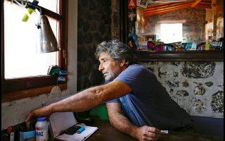 Στρατής Καμπανάς: «Ο πολιτισμένος κόσμος ξέχασε ότι χρειαζόμαστε κι εμείς ψυχολογική υποστήριξη». Φωτογραφίες: Νίκος Κόκκας