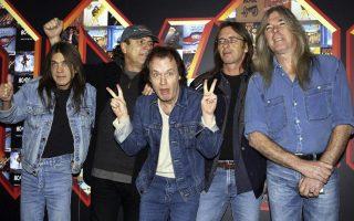 Oι AC/DC το 2003. Πρώτος από αριστερά ο Μάλκολμ Γιανγκ.