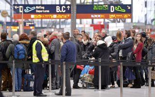 Τέσσερις Ελληνες αστυνομικοί θα καταγράφουν τη διαδικασία ελέγχου των προερχόμενων από Ελλάδα επιβατών στα αεροδρόμια Μονάχου και Φρανκφούρτης.