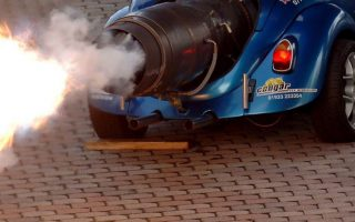epa00576581 Flames come out of the jet engine of the 'Beetle Blue Max' during a photo shooting for the Motor Show in Essen, Germany, Thursday, 17 November 2005. The altered beetle in dragster look is being powered by a Bristol Siddeley Viper airplane engine. The vehicle is exhibited on the occasion of the Motor Show which takes place in Essen between 25 November and 04 December 2005.  EPA/FRANZ-PETER TSCHAUNER