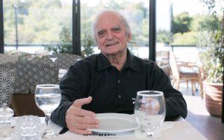 Ο Λ. Παπαδόπουλος θυμάται με νοσταλγία τα μαθητικά χρόνια στην Αχαρνών.