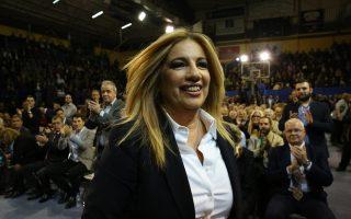 Η υποψήφια για την ηγεσία του νέου φορέα της Κεντροαριστεράς, πρόεδρος του ΠΑΣΟΚ και Επικεφαλής της Δημοκρατικής Συμπαράταξης, Φώφη Γεννηματά, ανεβαίνει στο βήμα για την ομιλία της στην κεντρική της εκδήλωση στην Αθήνα, που πραγματοποιήθηκε στο Γήπεδο Σπόρτινγκ, την Πέμπτη 9 Νοεμβρίου 2017. ΑΠΕ ΜΠΕ/ΑΠΕ ΜΠΕ/ΟΡΕΣΤΗΣ ΠΑΝΑΓΙΩΤΟΥ