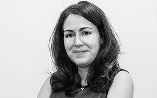 Η δικηγόρος κ. Καλομοίρα Κωτσαλά πρόσφατα κέρδισε την κρίσιμη δίκη που «βάζει» στο αρχείο σχεδόν όλες τις παλαιές υποθέσεις προ του 2010, καθώς θεωρούνται πλέον παραγεγραμμένες.
