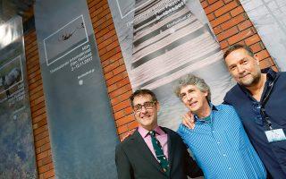 Ο καλλιτεχνικός διευθυντής του Φεστιβάλ Ορέστης Ανδρεαδάκης (αριστερά) με τους Αλεξάντερ Πέιν και Φαίδωνα Παπαμιχαήλ.
