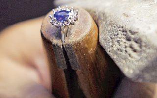 Ρεπλίκα του δαχτυλιδιού αρραβώνων της Νταϊάνα με τον πρίγκιπα Κάρολο.