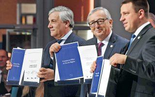 Tον Ευρωπαϊκό Πυλώνα των Κοινωνικών Δικαιωμάτων, μια διακήρυξη για τη δικαιοσύνη στην αγορά εργασίας, παρουσίασαν χθες ο πρόεδρος του Ευρωκοινοβουλίου Αντόνιο Ταγιάνι (αριστερά), ο πρόεδρος της Κομισιόν Ζαν-Κλοντ Γιούνκερ και ο προεδρεύων της Ευρωπαϊκής Ενωσης, Εσθονός πρωθυπουργός Γιούρι Ράτας (δεξιά). Από την κοινωνική σύνοδο κορυφής στο Γκέτεμποργκ, η οποία έχει στόχο την καταπολέμηση του ευρωσκεπτικισμού, απείχε η Γερμανίδα καγκελάριος Αγκελα Μέρκελ.